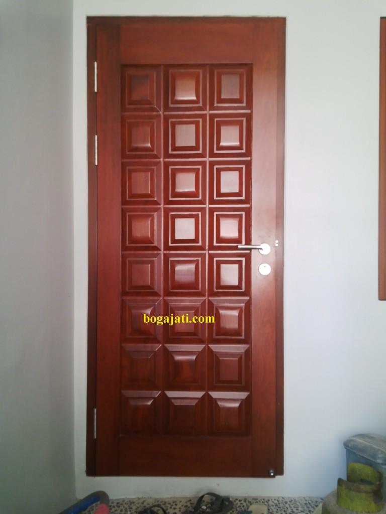 Pintu Panil Merbau Motif