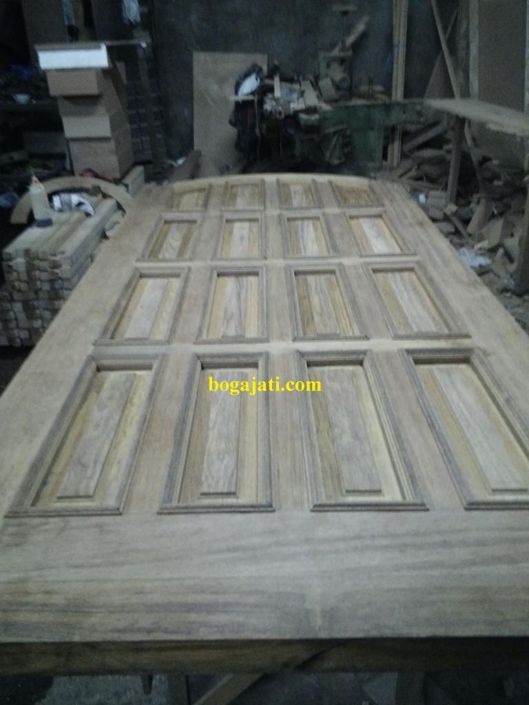 Pintu Panel Solid Lis Timbul Kayu Merbau Iven