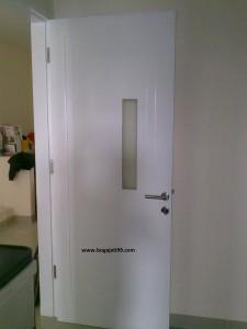 Pintu Triplek Melamine Putih.