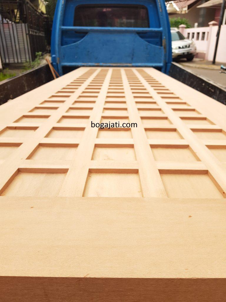 Pintu Kayu Kamper Samarinda Oven