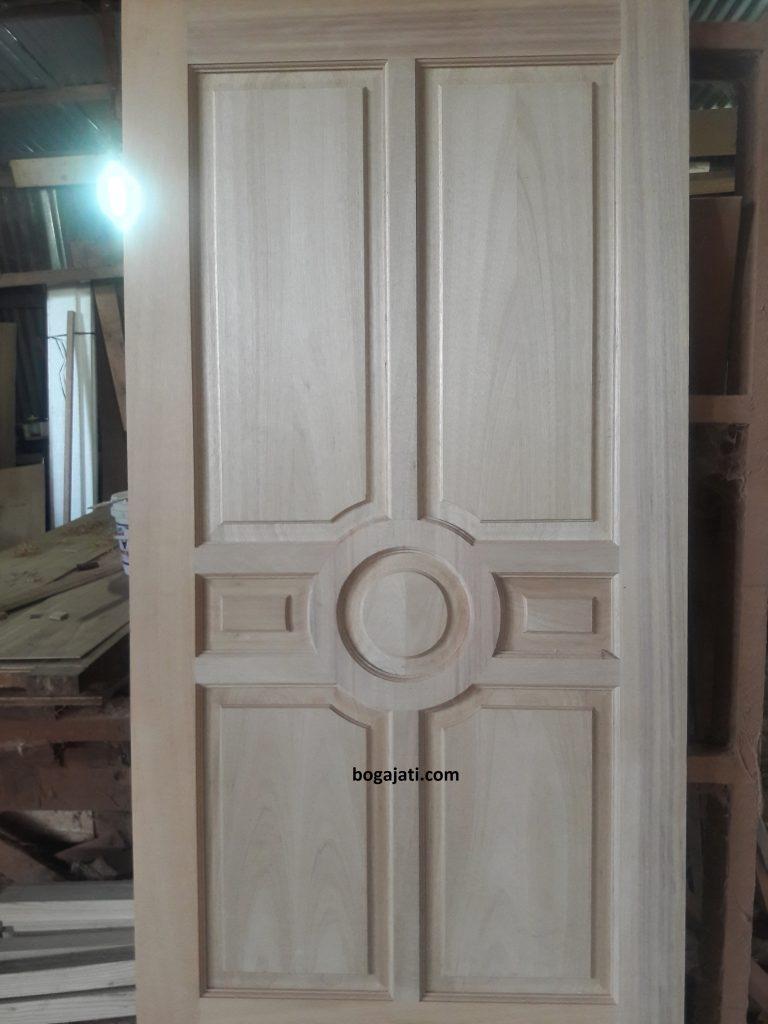 pintu utama klasik