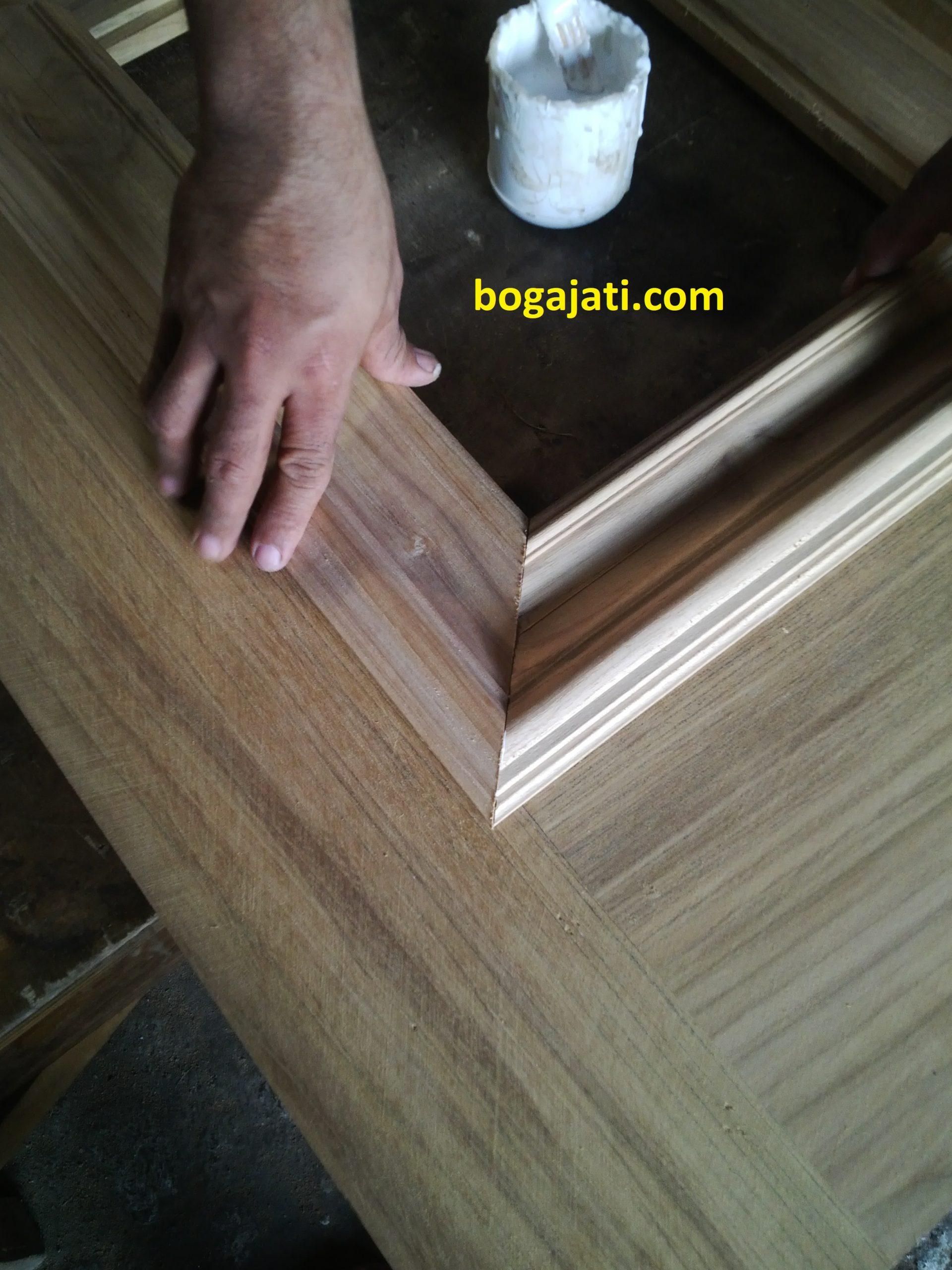 Pintu kayu Jati Perhutani